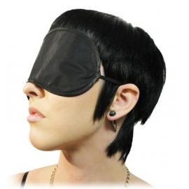 En nylon avec les yeux bandés