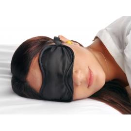 Débutant la privation sensorielle avec les yeux bandés avec des bouchons d'oreille